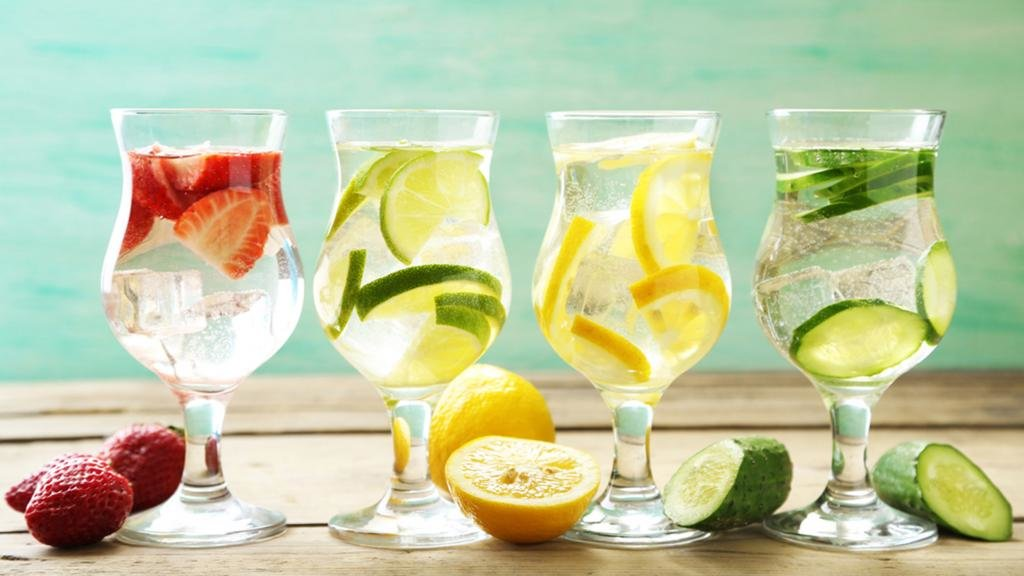 Вода с фруктами и овощами