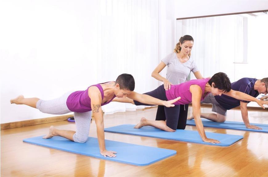 Упражнение для осанки под руководством инструктора