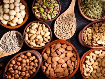 В какое время лучше есть орехи: правила употребления