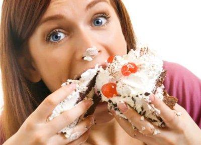 Повышенный аппетит у женщин: причины и что с этим делать