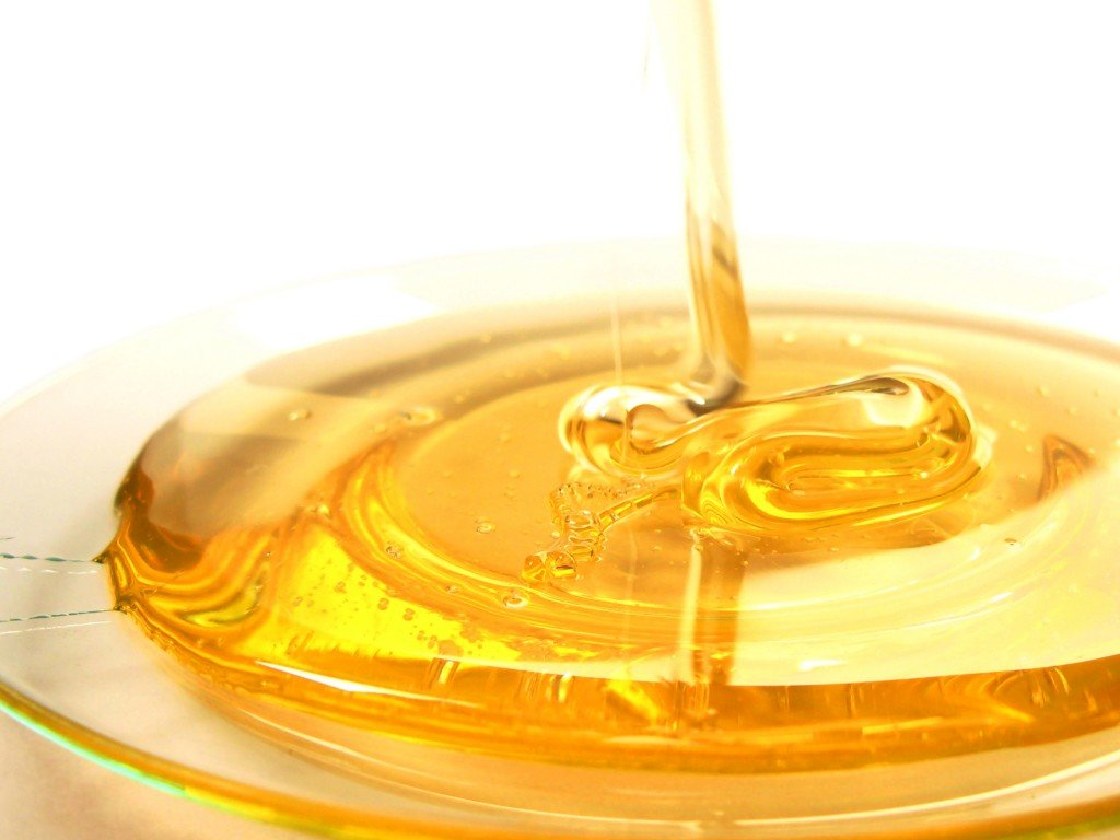 мед в салатнице
