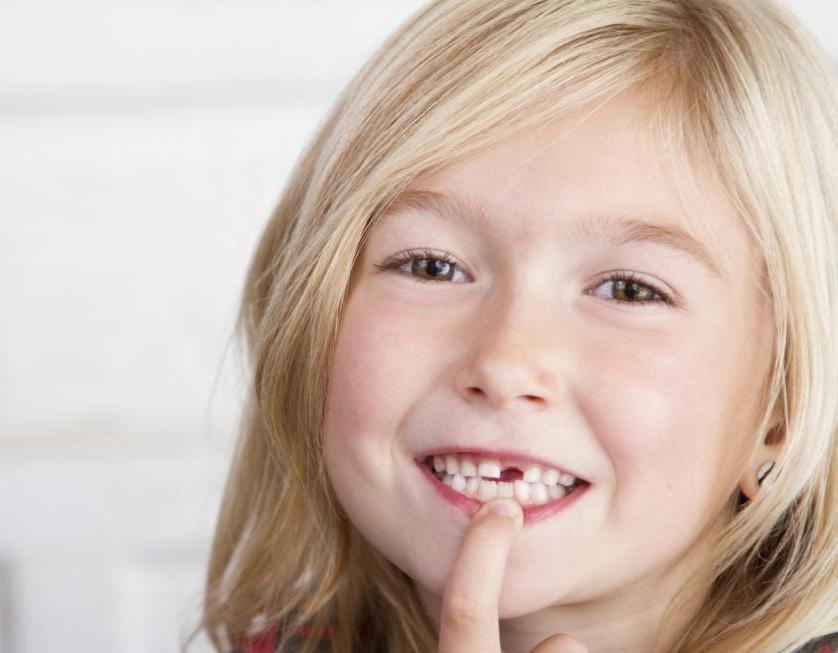 можно ли рвать молочные зубы