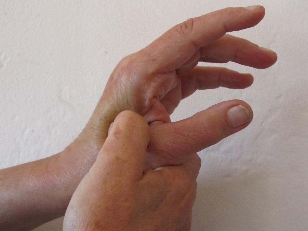 точечный массаж при запоре у взрослого