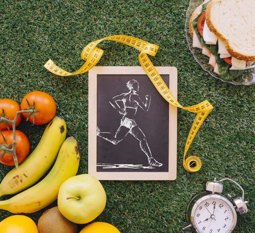 сантиметр, часы, фрукты и бутерброд