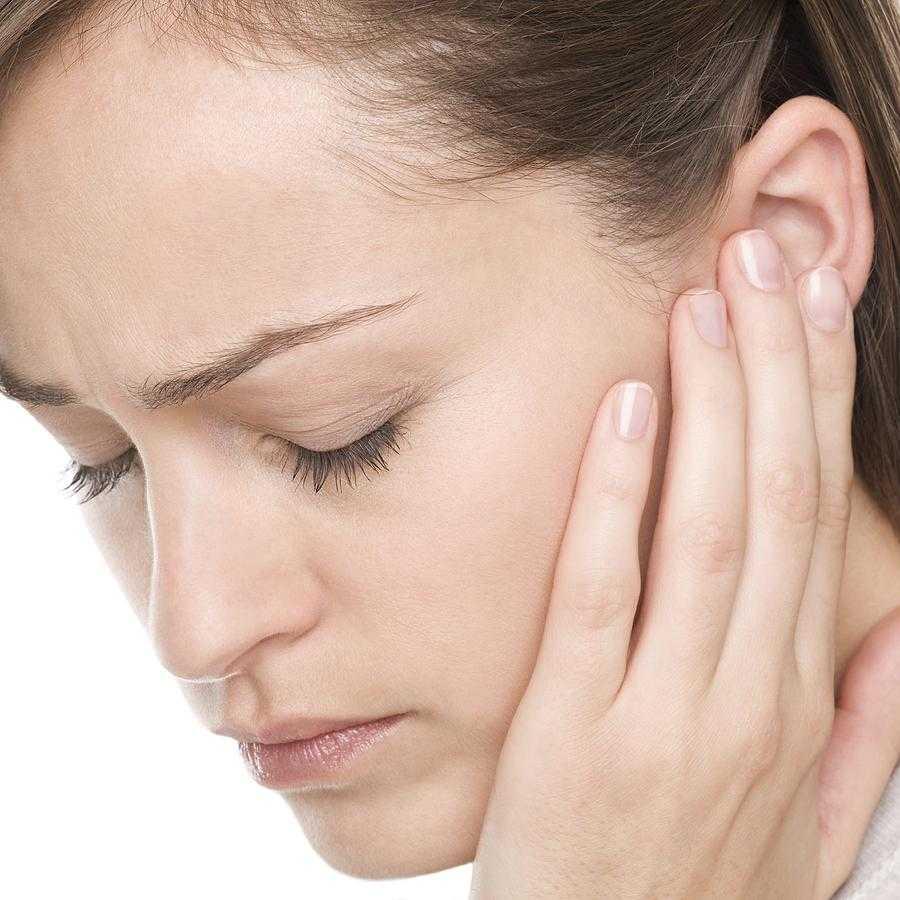 Корочка в ухе: причины, виды, методы лечения — МедиаМедик